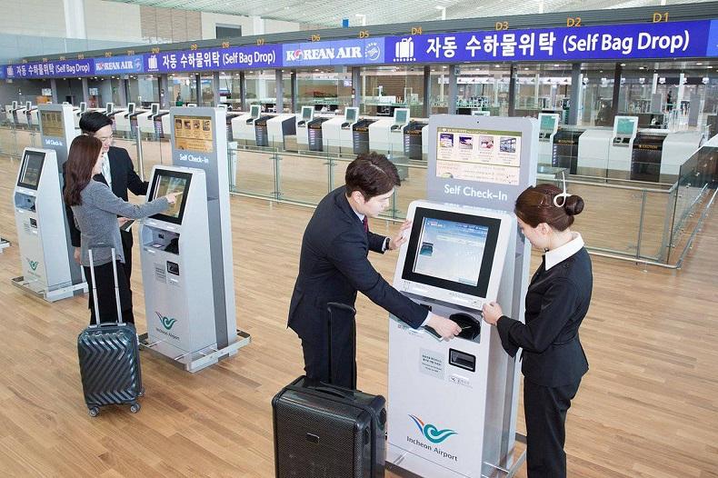 Hành khách check in trước giờ bay